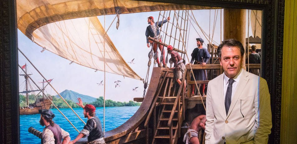 La Armada recibe la obra de Augusto Ferrer-Dalmau sobre Elcano